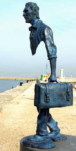sculpture bronze voyageur